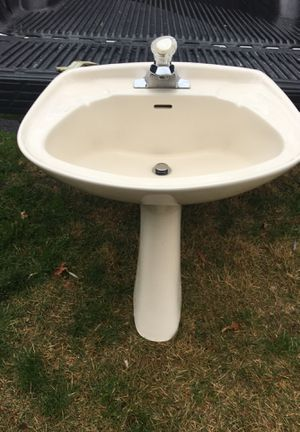 Pedestal sink with faucet for Sale in Suffield, CT
