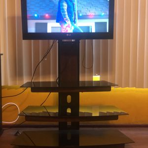 "32 "" LG TV WITH GLASS STAND for Sale in Norwalk, CA"