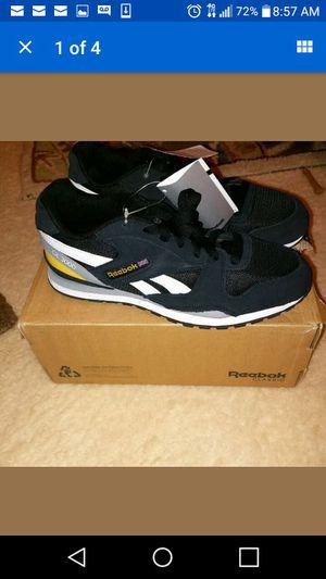 Youth Reebok GL3000 Sneakers Size 6 for Sale in Detroit, MI