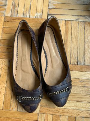 Flat Louis Vuitton shoe size 37 for Sale in New York, NY