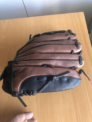 Youth left handed baseball/softball glove for Sale in Tracy, CA