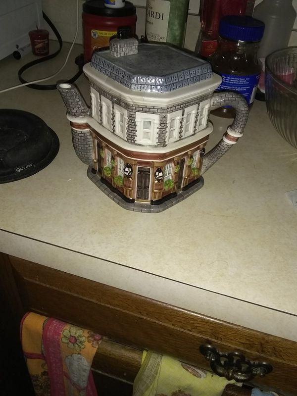 Tea pot East ender
