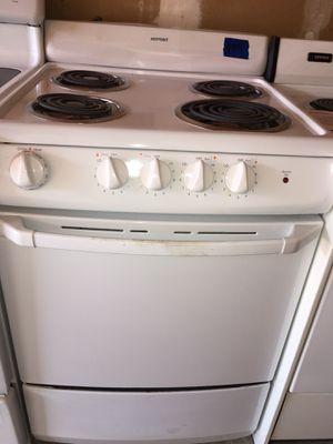 Hotpoint electric stove 24 wide semi new for Sale in San Leandro, CA