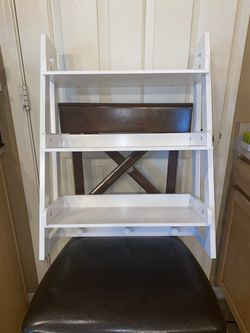 Hanging ladder shelf with knobs for hanging for Sale in Phoenix,  AZ