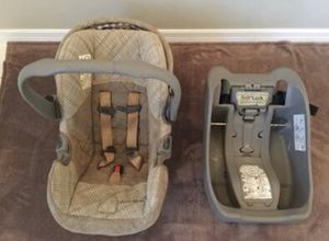 Infant car seat with base - Good Condition for Sale in Boca Raton, FL