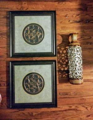 Wall Art - Pair of Pictures w/matching Vase for Sale in Nashville, TN