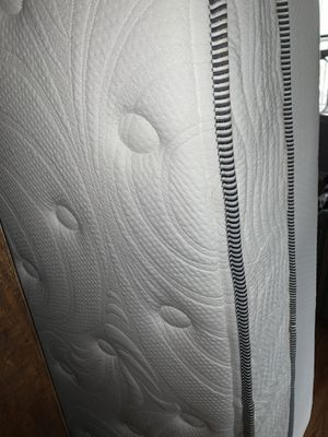 Like new queen Mattress !!🎈🎈 for Sale in Denver, CO
