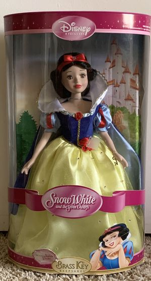 DISNEY PRINCESS BRASS KEY COLLECTION PORCELAIN DOLL for Sale in Miami, FL