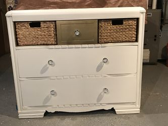 WHITE DRESSER OR TV STAND WITH GLASS KNOBS for Sale in Fulton,  IL