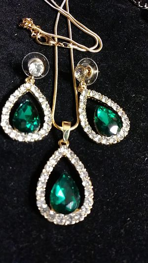 Green emerald necklace and earrings for Sale in Fresno, CA