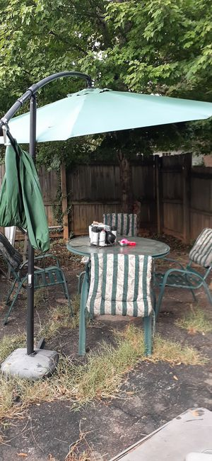 Patio furniture/with offset umbrella for Sale in Atlanta, GA