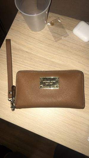 Michael Kors Wristlet for Sale in Fort Worth, TX