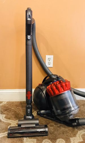 Dyson Dc39 Bagless canister vacuum cleaner for Sale in Raymond, NH