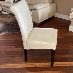 11 Off White Chairs ( Leather Like Finish) for Sale in Everett,  WA