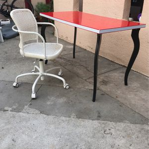 Gorgeous Set Desk And Chair Beautiful for Sale in Los Angeles, CA