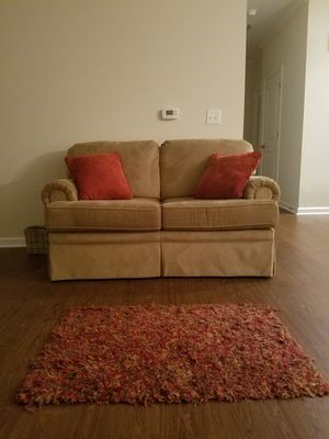 Living Room Furniture Set (with pillows and area rug) for Sale in White House, TN