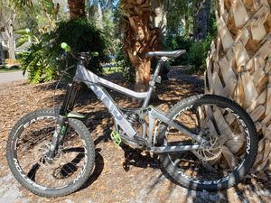 Mountain Bike. Giant Glory 1. Real nice condition. Used in the world downhill comp races for Sale in Orlando, FL