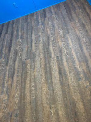 Se instalan pisos de madera laminado vinyl escaleras for Sale in Irving, TX