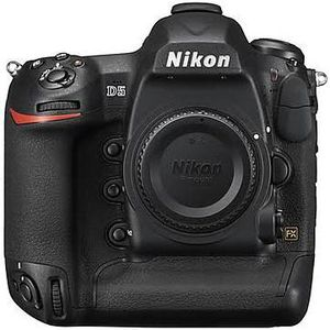 Nikon D5 body only ( new in box) for Sale in Queens, NY