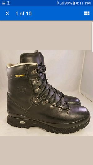 HAN WAG GORETEX HIKING TRAILING MOUNTIAN BOOTS BLACK SIZE 9.5 VIBRAM for Sale in Las Vegas, NV