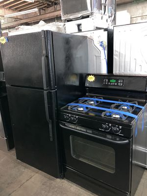 GE 2pc set: 30in. Top freezer fridge & gas stove in excellent condition with 4 months warranty for Sale in Baltimore, MD