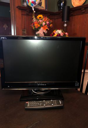 "Dynex TV with remote. 18 "" for Sale in Visalia, CA"