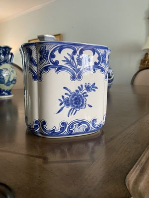 Tiffany & Co Like New Delft Porcelain Cachepot for Sale in Raleigh, NC