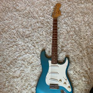 Electric guitar for Sale in Saginaw, TX