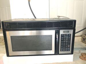 Kitchen appliances (set) including: GE Gas range GE microwave for Sale in Chantilly, VA
