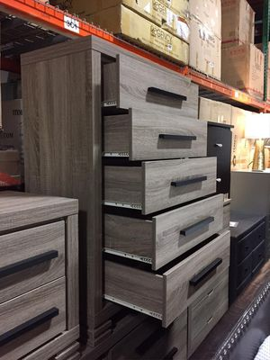 5 Drawer Chest, Dark Taupe, SKU #B9106 for Sale in Bell Gardens, CA