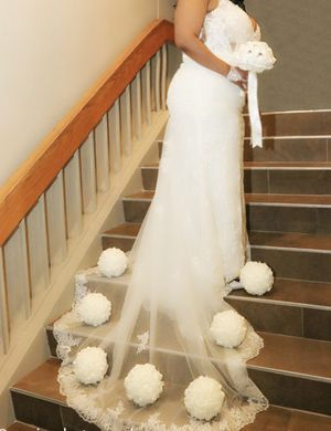 Beautiful lace wedding dress for Sale in Round Rock, TX