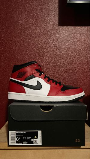 Air Jordan 1 Mid Chicago Black Toe's Size 8.5 for Sale in Carson, CA