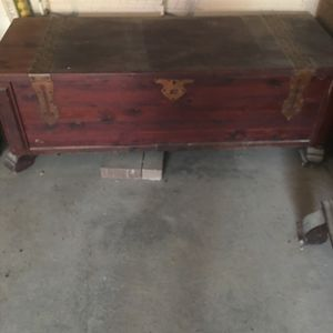 Antique Cedar Chest Excellent Condition. for Sale in Poland, IN
