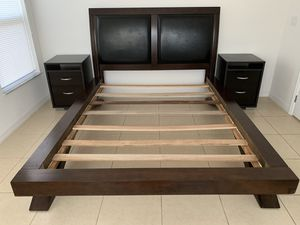 Queen bed and nightstands for Sale in Kissimmee, FL