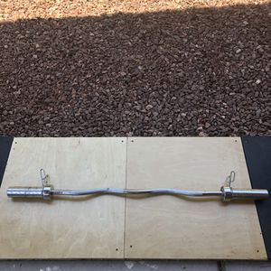 Olympic curl bar with clips for Sale in Avondale, AZ