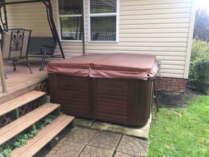 Hawkeyes Hot Tub for Sale in Gibsonia, PA