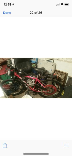 Gas motor bike top 50 miles mirror signal lights back rack lock for Sale in Chicago, IL