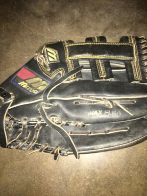 Mizuno outfielders glove for baseball and softball 12 3/4!inches for Sale in Fullerton, CA