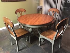 Pier 1 Round Table and 4 chairs for Sale in Oakley, CA