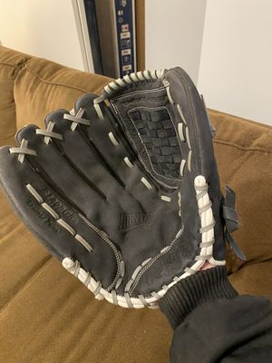baseball softball glove (right hand) for Sale in Chicago, IL