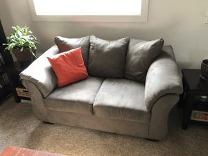 Love seat/couch for Sale in Everett, WA