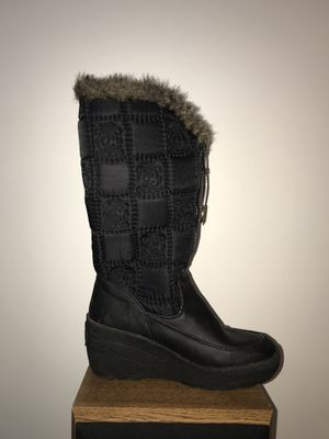 Juicy contour black fur snow boot size 8 for Sale in Alexandria, VA