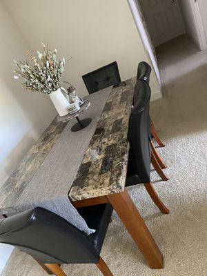 4 seat dinning/kitchen table for Sale in Annandale, VA