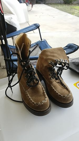 WOMEN/ YOUNG GIRLS BOOTS. SIZE 8 for Sale in Upland, CA