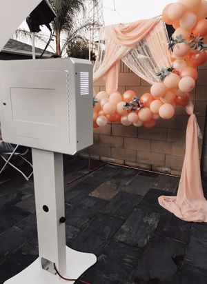 Photobooth plus backdrop (r e n t) for Sale in Lynwood, CA