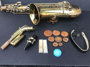 Saxophone vintage with case for Sale in Las Vegas, NV