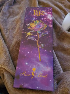 New rose with stand and box for Sale in Columbus, MS