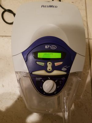 Resmed S7 elite CPAP machine with a grab bag of masks, hoses, and spare parts for Sale in Redmond, WA