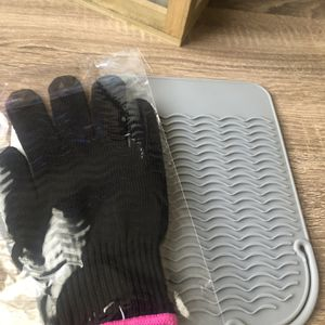 Flat/Curling Iron Mat with Heat Resistance Glove-new ! for Sale in Highland, CA