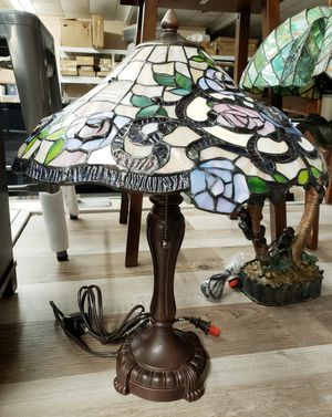 NEW Tiffany Stained Glass Style Decorative Rose Table Lamp: njft hsewres home decor for Sale in Burlington, NJ
